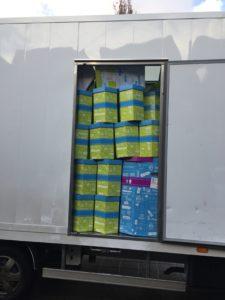 een vrachtauto vol ballonnen